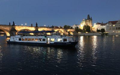 Konference na parníku v Praze
